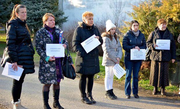 Српско село протестује због затварања библиотеке